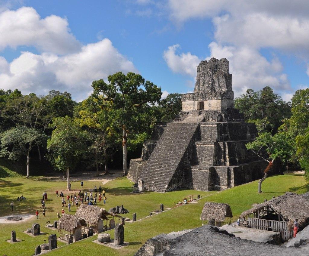Le temple de Tikal au nord du Guatemala.
