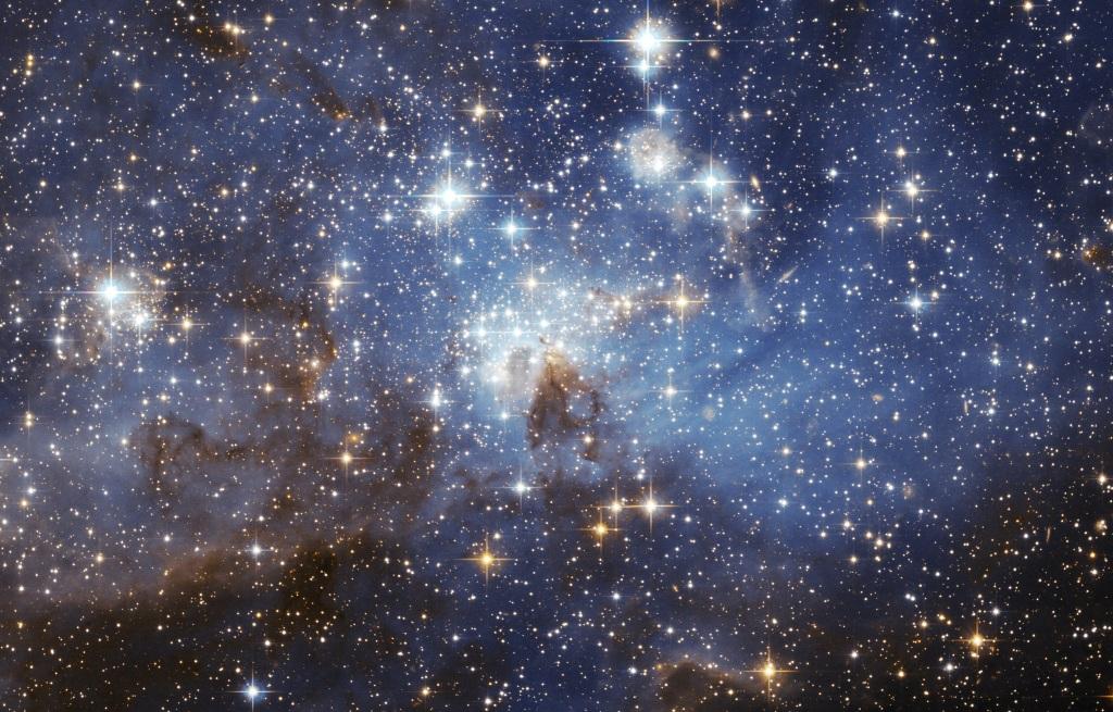 Le noir de l'espace rempli d'étoiles