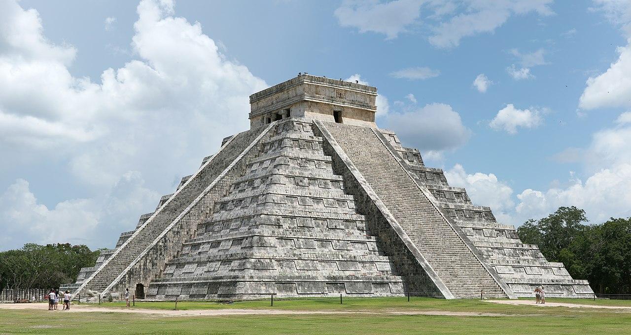 Pyramide de Kukulkan Par Daniel Schwen
