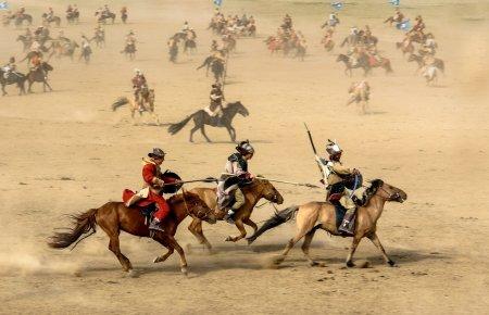 Guerriers mongols à cheval. Par Enkhtamir Enkhdavaa / https://pixabay.com/fr/photos/cheval-mongolie-guerrier-guerre-1567608/