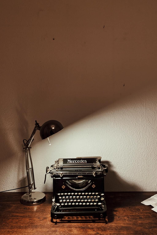 Machine à écrire. Par Yusuf Evli / https://unsplash.com/photos/m_x9ej4BeK4